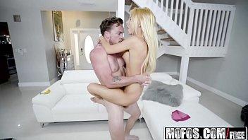 Пригласил проститутку домой