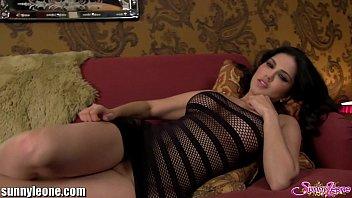 Соло зрелой телки на приличный диванчику