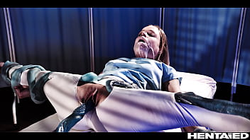 Утренная мастурбация помогла брюнетке позабавится и очень престижно кончить