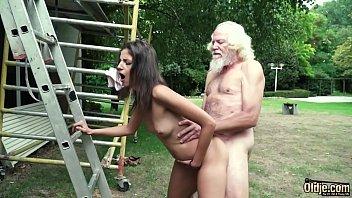 Девушка делает римминг и чпокается с молодым человеком