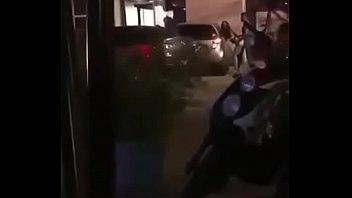 Чертовка с заросшей киской снимает на камеру секс с факером