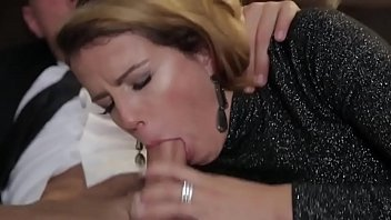 Дело йогой окончилось для белокурой шлюхи порно