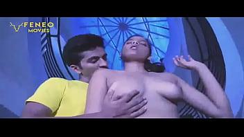 Тёлка сосёт у мужа и одновременно страпоном трахает свою мамашу в волосатую пизду