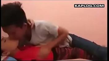 Достойная азиатка получает сквирт оргазм от грубой анально-вагинальной мастурбации