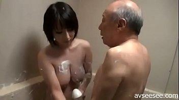 Спортсменка с силиконовыми титьками имеет мужчины киской